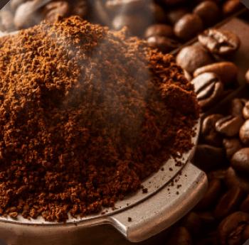 Foto ilustrativa de café torrado e moído